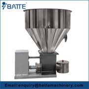 Volumetric screw plastics feeding machine